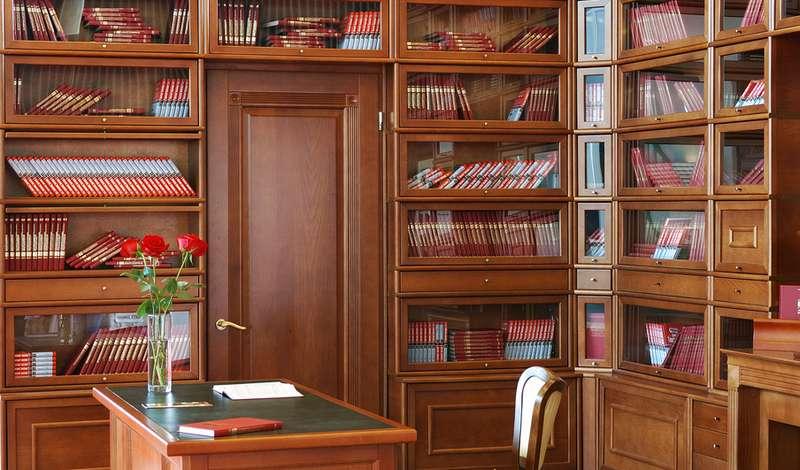 Домашние библиотеки из массива дерева кривой рог цена: прода.